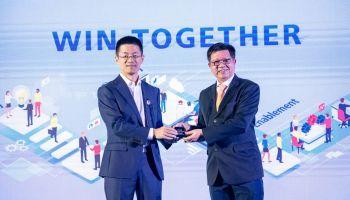 """""""สามารถเทลคอม"""" รับรางวัลยอดขายสูงสุดในกลุ่มBanking IndustryของHuawei"""