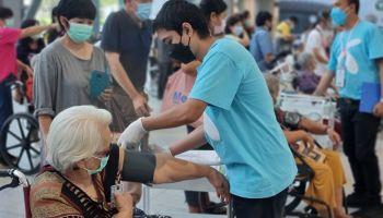 ปูพรมฉีดวัคซีนผู้สูงวัยเต็มที่!!  เปิดให้ผู้สูงอายุ 60 ปีขึ้นไป ลงทะเบียนฉีดวัคซีนเพิ่มได้ ตั้งแต่จันทร์ 12 ก.ค.นี้  ผ่าน 4 ค่ายมือถือ AIS, TRUE, dtac, NT (เริ่มฉีดตั้งแต่ 16-31 ก.ค.) ณ ศูนย์ฉีดวัคซีนกลางบางซื่อ