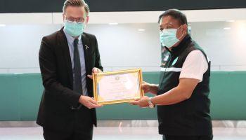 เสร็จภารกิจเชื่อมต่อผู้ป่วย-หน่วยแพทย์ ดีแทคร่วมพิธีปิดโรงพยาบาลสนามบุษราคัม เมืองทองธานี