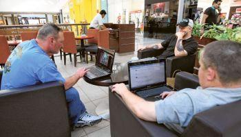 สหรัฐอาหรับเอมิเรตส์ เตือนให้ Free Wi-Fi ร้านกาแฟ ต้องดูความน่าเชื่อถือ ชี้ผู้ให้บริการมีโทษ