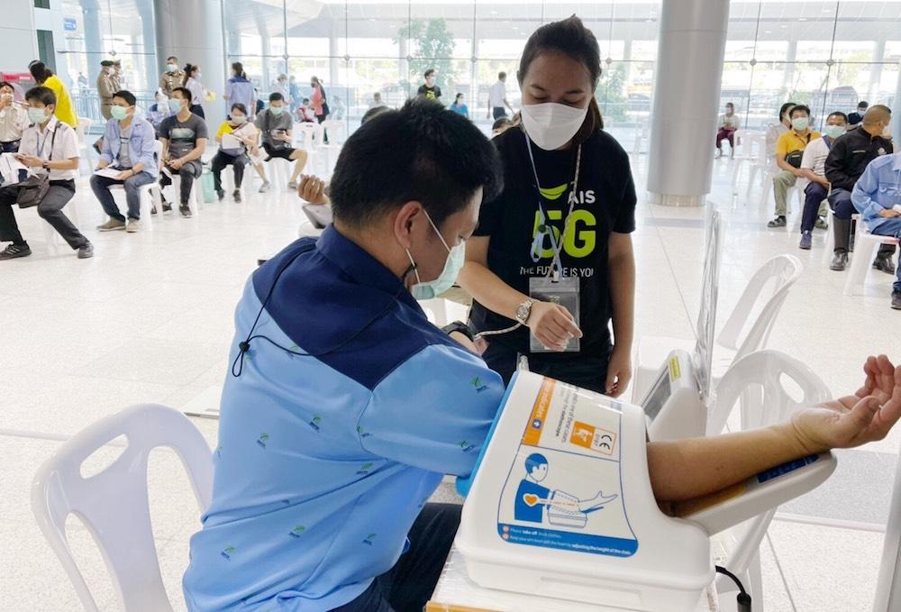 AIS 5G ยืนยันความพร้อม หนุนภารกิจสร้างภูมิคุ้มกันคนไทย ณ ศูนย์ฉีดวัคซีนกลางบางซื่อ สนับสนุนเทคโนโลยีสื่อสาร ตลอดจน Digital Service ต่างๆ เพื่อเชื่อมต่อ